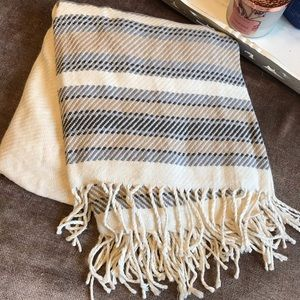 Abercrombie & Fitch Poncho in Cream, Beige, Gray